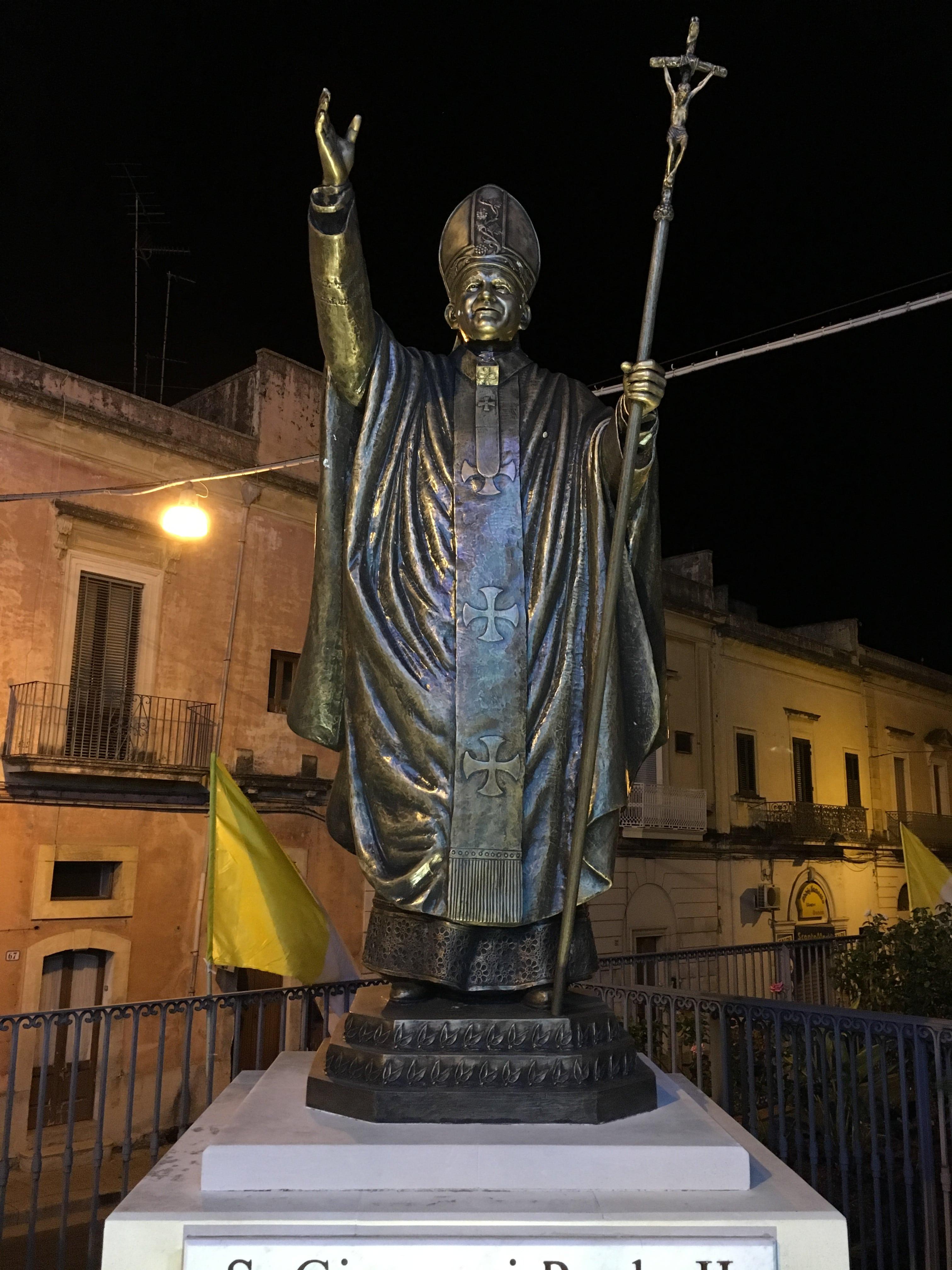 Statua di San Giovanni Paolo II